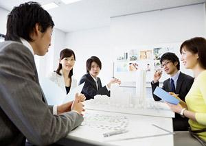2.お客様・取引先・社内など様々な人たちと、上手にコミュニケーションを取ることができる人。